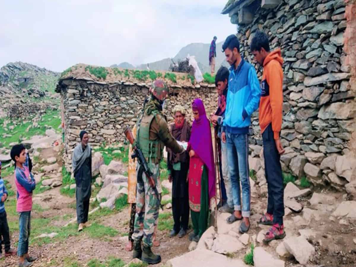 Army distributes 350 COVID kits to Gujjars, Bakarwals in Jammu and Kashmir