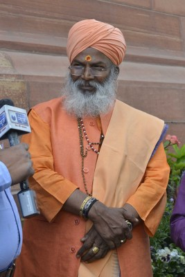 J'khand sends Sakshi Maharaj to 14-day quarantine