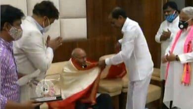 Photo of KCR honours poet Tirunagari Ramanujam with Dasaradhi Award