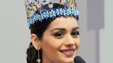 Photo of Manushi Chhillar auctions her painting to raise funds for COVID PPE for workers