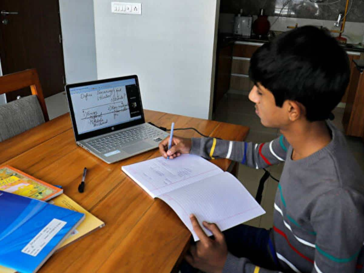 Parents claim online classes increasing stress levels among students