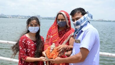 Photo of Despite ban, devotees are bent upon immersing Ganesh idols in Hussain Sagar