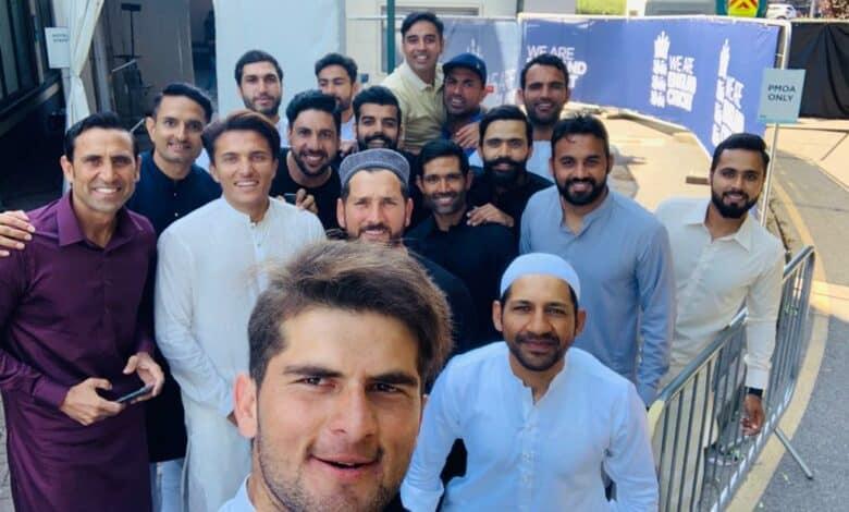 pak cricket team celebrate eid