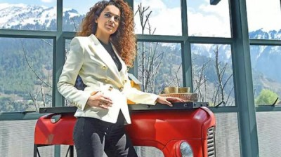 Police patrolling stepped up outside Kangana's Manali home, actress issues statement (Lead)