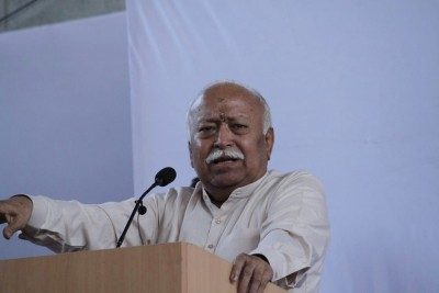 RSS chief reaches Lucknow on way to Ayodhya