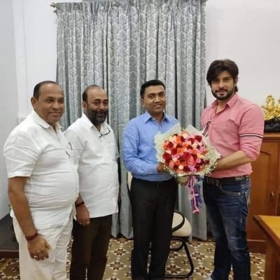Rave party accused's photos with Goa CM, Minister go viral (Ld)