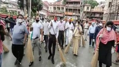 Photo of Indore's legislators, Municipal Commissioner participate in cleanliness drive with locals