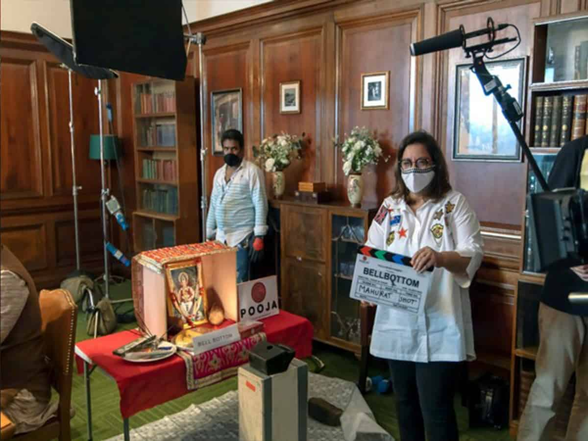 Puja Bhagnani gives mahurat clap for UK shoot of 'Bell Bottom'