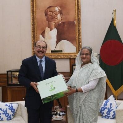 Shringla meets B'desh PM, mulls road map on bilateral ties (Ld)
