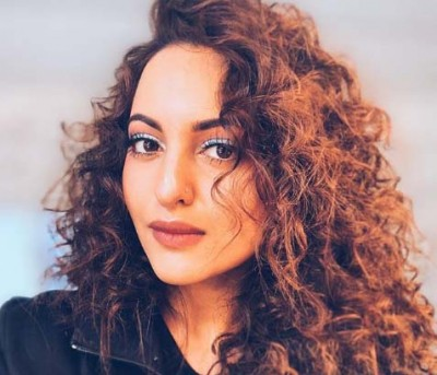 Sonakshi Sinha flaunts her 'curly fries'