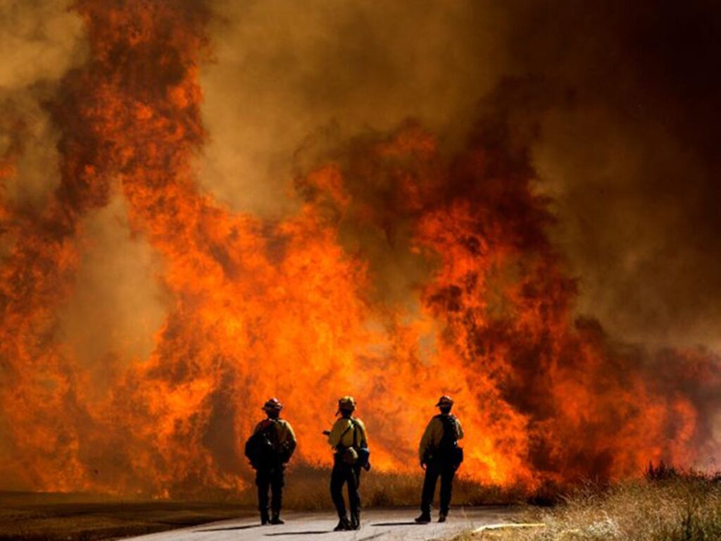 Over 8,000 residents evacuated over wildfire in Southern California