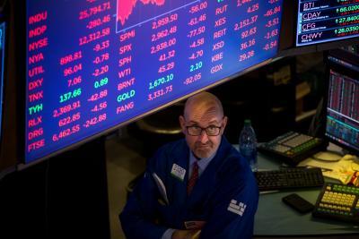 US stocks fall as tech shares slide