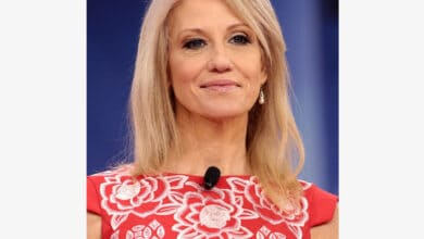 Photo of Top Trump aide Kellyanne Conway to leave White House