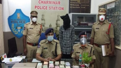 Photo of Charminar police arrests burglar, 31 Lakh recovered