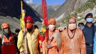 Photo of Mahant Deependra Giri reaches Amarnath shrine to offer prayers on 'Shravan Purnima'