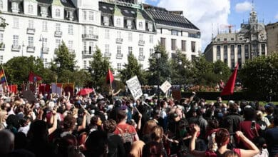 Photo of Muslim mob clashes with anti-Islam protestors in Norway