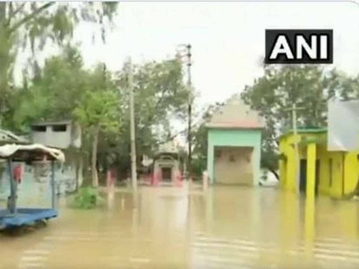 Normal life affected due to heavy rain in Raipur