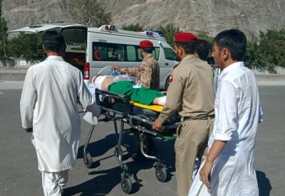 13 killed as passenger van overturns in Pak