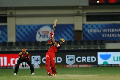 50s from Padikkal, de Villiers power RCB to 163 against SRH