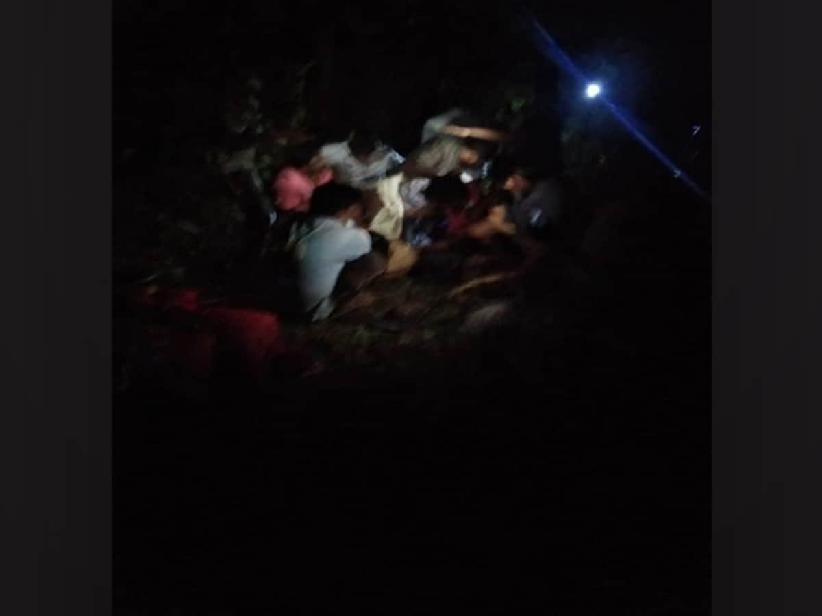 2 killed, 4 injured as car falls into gorge in Telangana