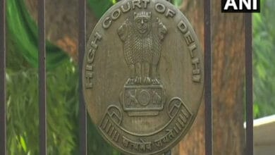 Photo of Delhi HC issues notice on plea over non-payment of  salaries in DU