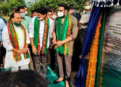 Actor Prabhas adopts reserve forest near Hyderabad (Ld)