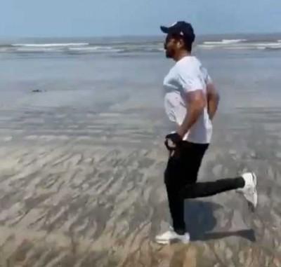 Anil Kapoor turns beach into workout spot