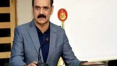 Pakistan: Imran Khan's top aide, Asim Bajwa resigns