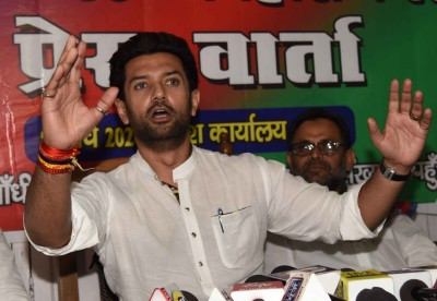 Chirag 'upset' with Manjhi's inclusion in NDA