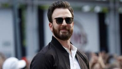 Photo of Chris Evans uses nude leak attention to urge Americans to vote