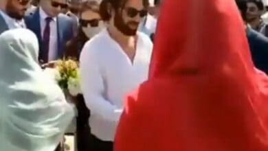 Photo of Ertugrul star Cavit Cetin aka Dogan Alp arrives in Pakistan