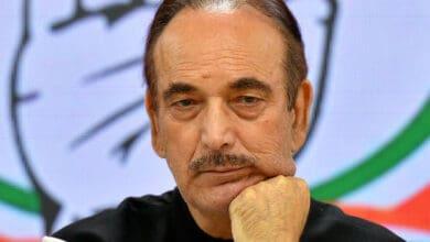 Photo of Sonia Gandhi reshuffles AICC, Azad dropped as general secretary