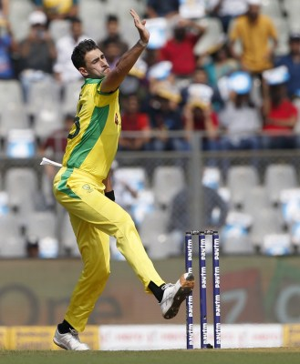 Eng-Aus 3rd ODI: Sporting Starc gives Rashid a 'Mankaded' warning