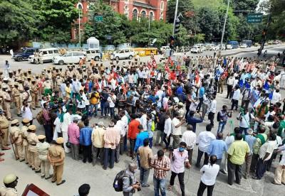 Farmers block roads, hold rallies against farm Bills in K'taka