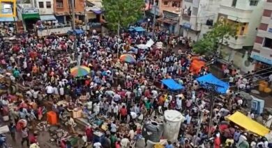 Photo of Fish markets, cricket and no masks: Have Maha, south failed India's fight against Covid?