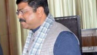 Photo of Gujarat minister challenges Congress over welfare package