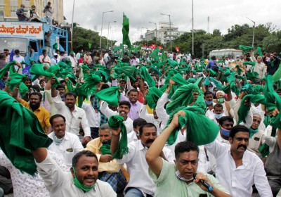 K'taka farmers protest changing APMC, land reform laws