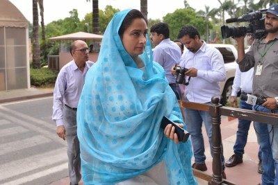 LS passes Agriculture Bills, Harsimrat Kaur resigns from Cabinet