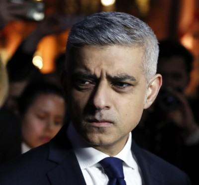 London Mayor urges immediate ban on ban household mixing