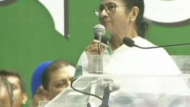 Photo of Mamata greets Manmohan Singh on his birthday
