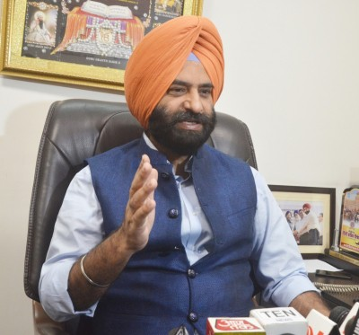 Manjinder Sirsa files complaint against filmstars seen drugged in video