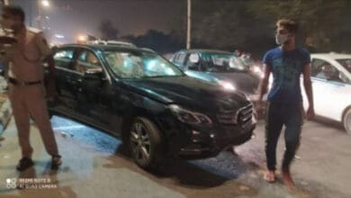 Photo of Mechanic takes girlfriends for joyride in Mercedes, rams into auto