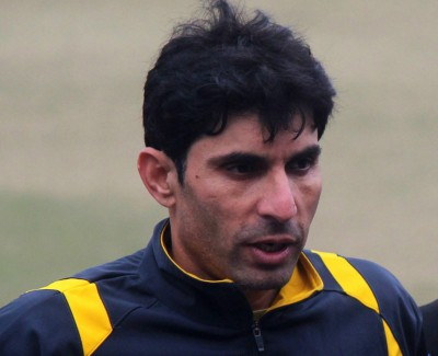 Misbah draws flak for negative reactions during first T20I
