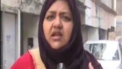 Photo of Poet Munawwar Rana's daughters put under house arrest
