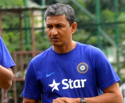 Placing older players on the field Dhoni's biggest challenge: Bangar