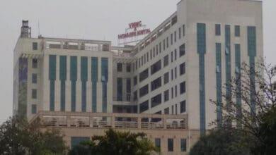 Photo of 19-year-old gang-raped in Hathras dies in Delhi hospital
