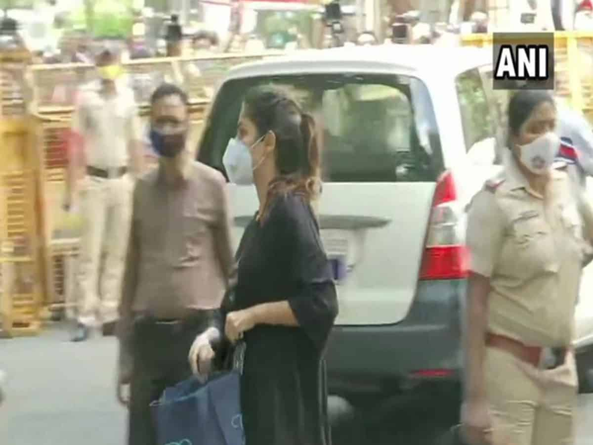 Rhea Chakraborty reaches NCB Mumbai office, questioning to continue today