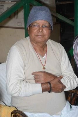 RJD ticket-seekers violate Covid protocols to meet Lalu Yadav