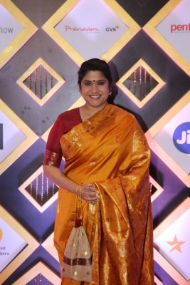 Renuka Shahane and Kangana's war of tweets over Mumbai