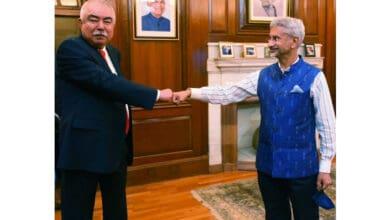 Photo of Jaishankar holds talks with former Afghan vice prez Abdul Rashid